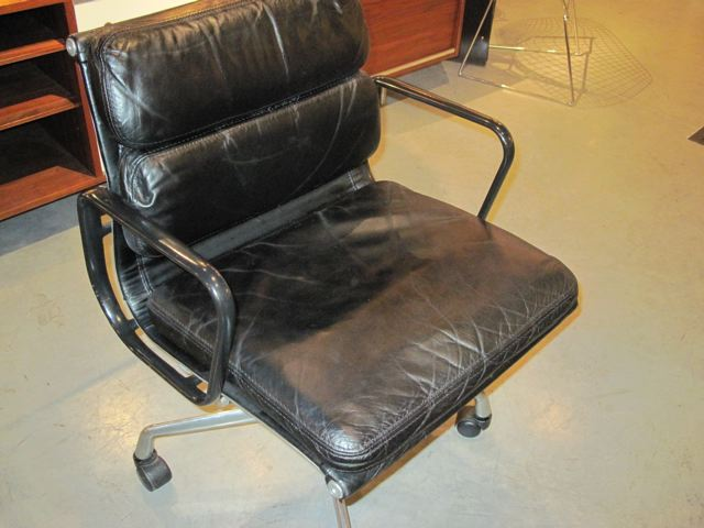 metro modern charles eames soft pad executive chair. Black Bedroom Furniture Sets. Home Design Ideas