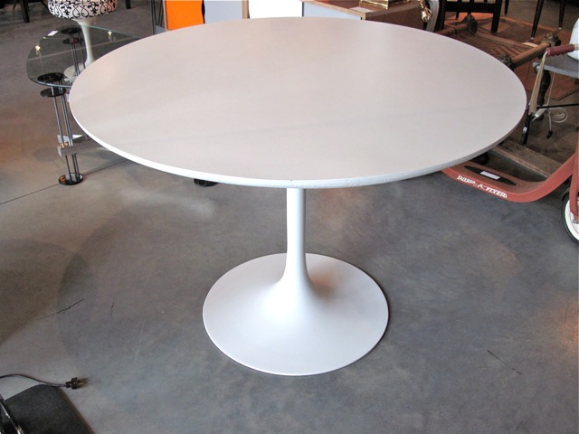 Metro Modern Eero Saarinen Laminate Dining Table - Saarinen table white laminate