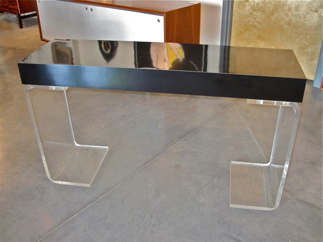 Metro Modern Hill Lucite Console Table